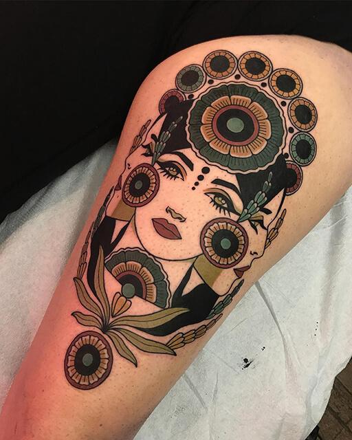 tatouage Hilary Petersen femme dans les étoiles