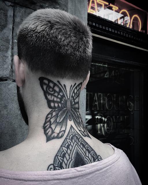 tatouage de belladonna hurricane papillon dans la nuque