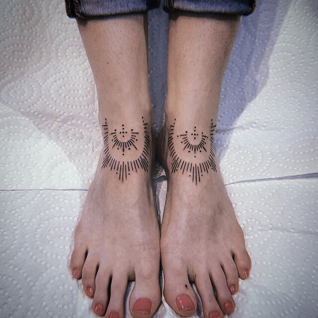 tatouage de belladonna hurricane main qui joue à ouija