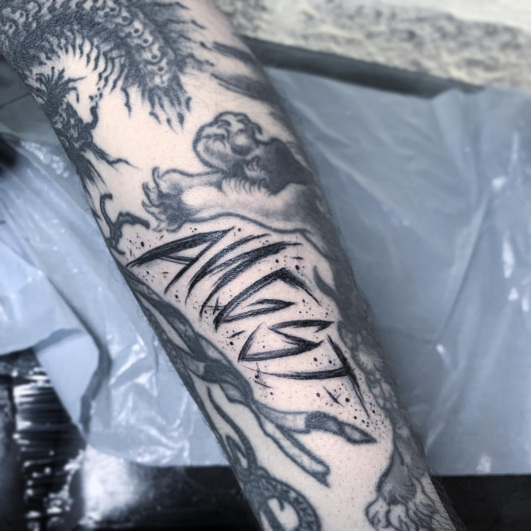 tatouage visage et coeur